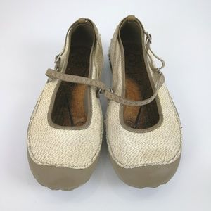 New Balance Flats Mary Jane Beige Fabric 9B